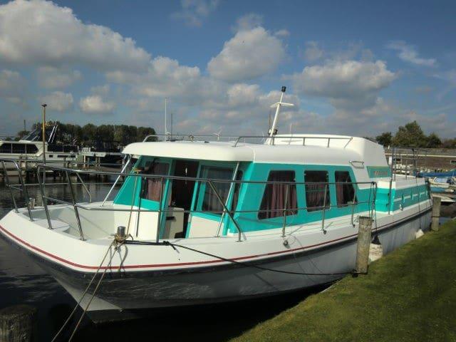 Boot 12 mtr aan de Maas bij 's-Hertogenbosch(12km) - Nederhemert - Båt