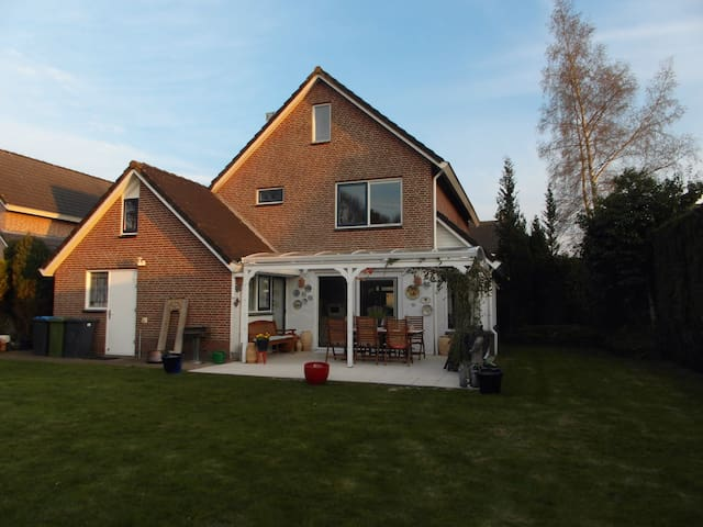 The Motorcycle Airbnb - Assen - Hus