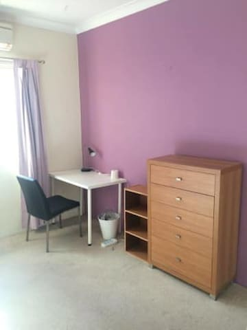 Cozy Enfield Town House 5mins from main stations! - Enfield - Bed & Breakfast