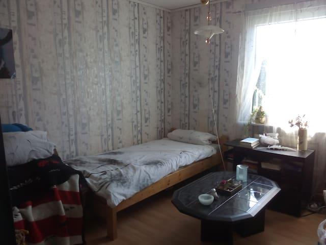 Cosy room in a house; village is near Schwerin - Seehof - Huis