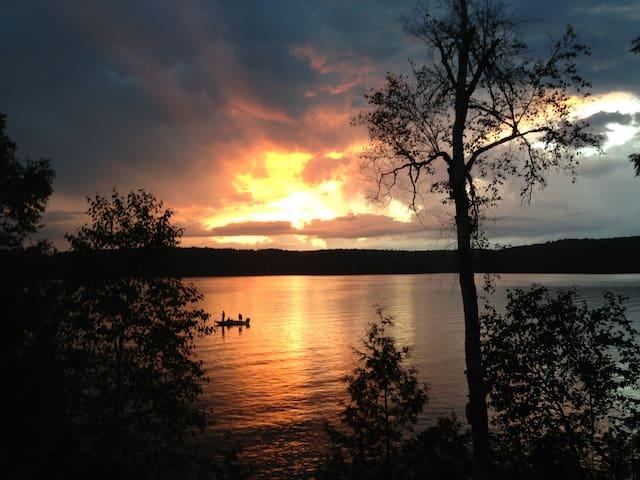 Haliburton Lakefront Cottage Retreat - Dysart and Others - Talo