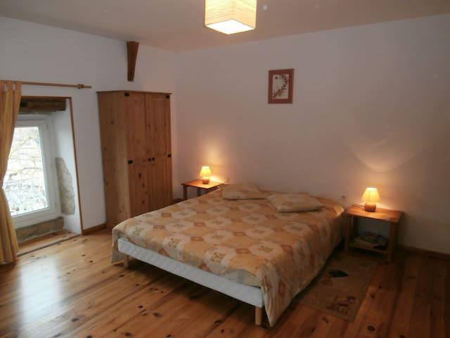 """Chambres d'hôtes """"La tonnelle"""" 2 - Compeyre - Bed & Breakfast"""