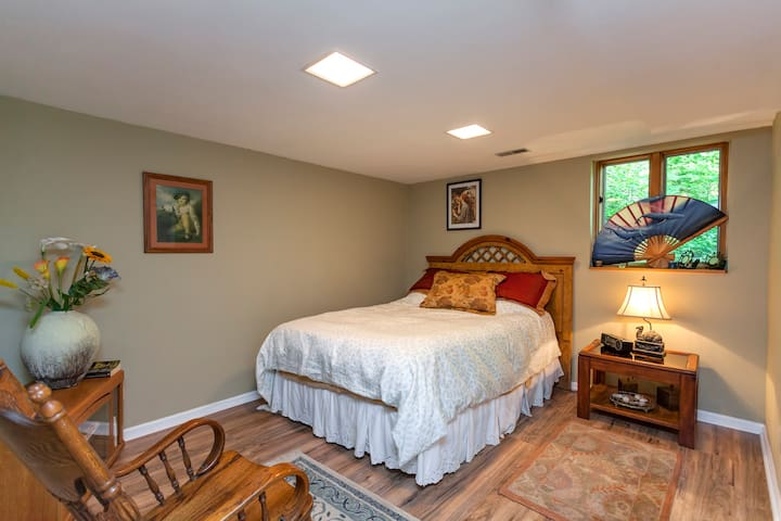 Very comfortable & quiet room in a beautiful home. - Franklin - Hus