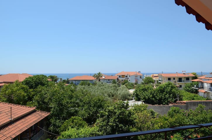Sunny, recently renovated, with marvelous view! - Kalo Nero - Loteng Studio