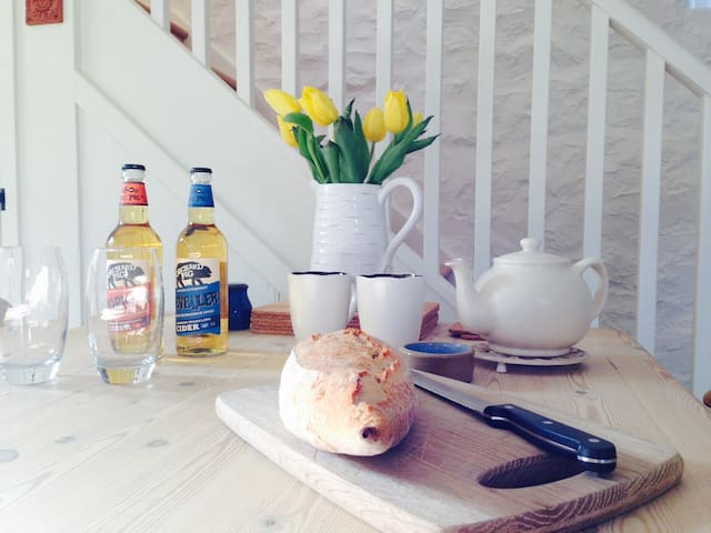 Fab converted Barn, walk to pub, close to Wells - Dinder - Huis