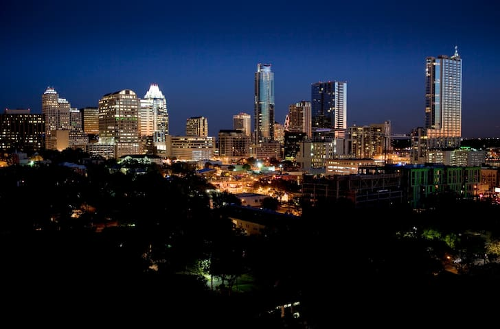 Hilltop Home with view of Capitol & Downtown - Austin - Bungalow