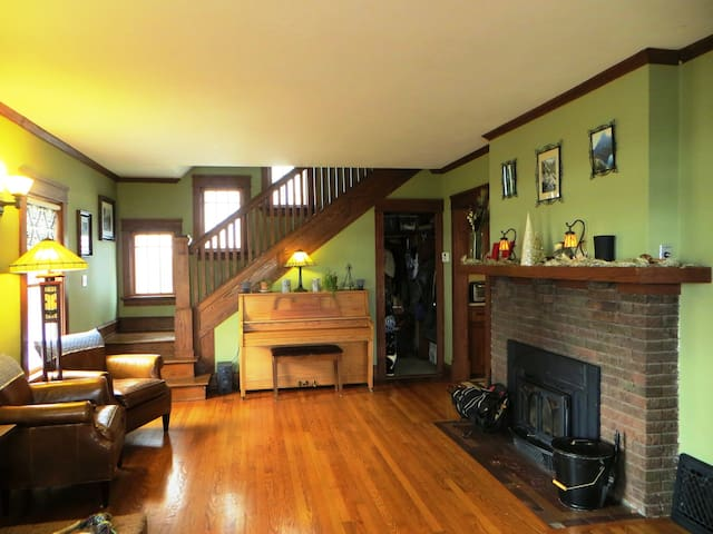 Warm & Inviting Room Dwtn Lakefront Home! - Madison - Huis