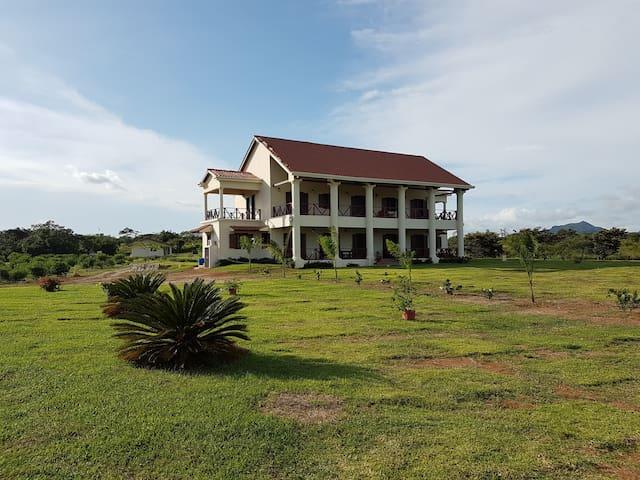 Las Acacias: Colonial style mansion, Penonome. - Aguadulce District - Casa