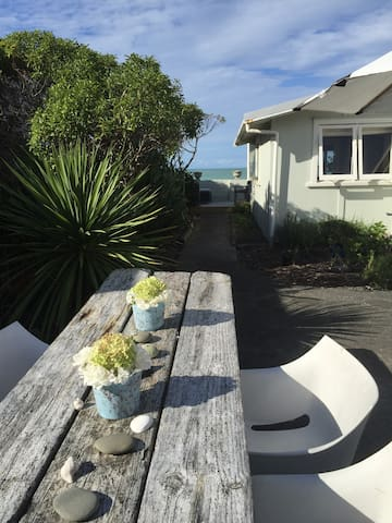 Studio by the Sea - Te Awanga - Bed & Breakfast