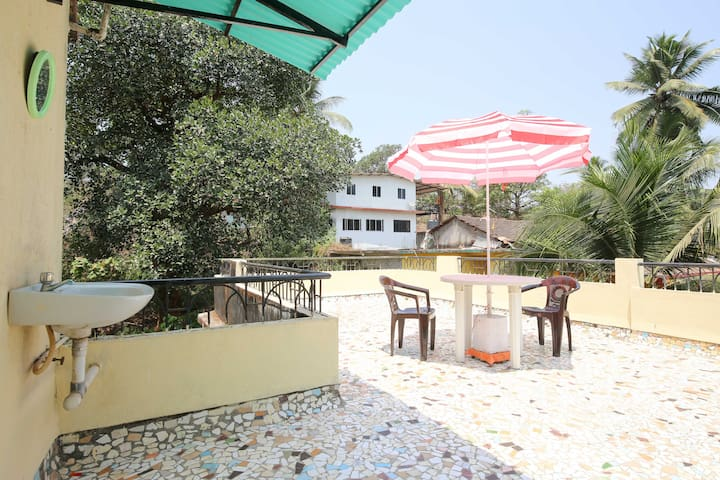 Cute lil terrace apartment on a hill for 2 - Mapusa - Appartement