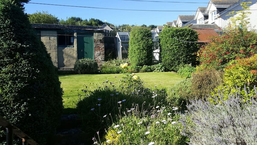 Comfortable Self Contained Triple Apt (Airport) - Aberdeen - Appartamento