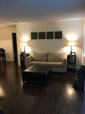 Immaculate Home Private Bed/Bath, Hardwood Floors - Tallahassee - Apartamento