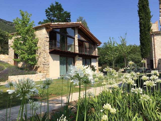 New stone house on castle valley property - Sant Martí de Llémena - Ev