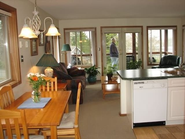 Deluxe Suite with Kitchen - Tofino - Rumah Tamu