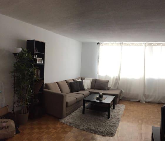 Spacious, furnished & Cozy  3 1/2 in Cote-St-Luc - Côte Saint-Luc - Apartamento
