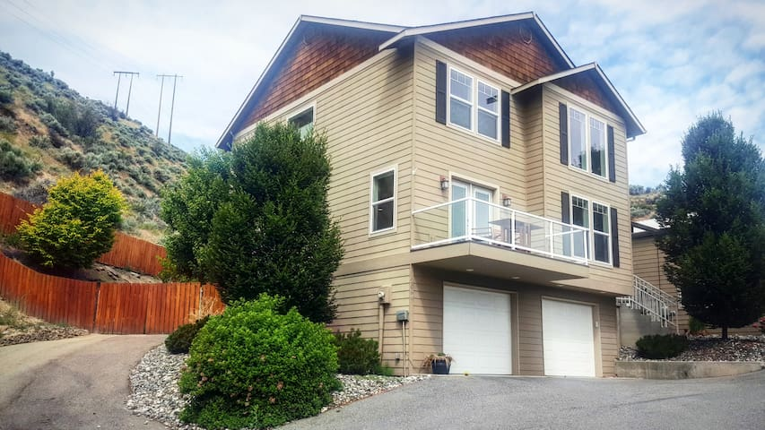 City Views With Private Backyard & Trail Access - Wenatchee - Casa