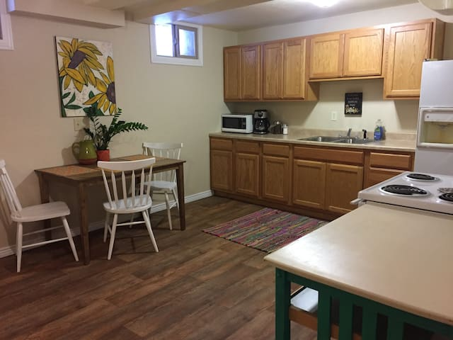 Cozy Private Apartment, Centrally Located - Missoula