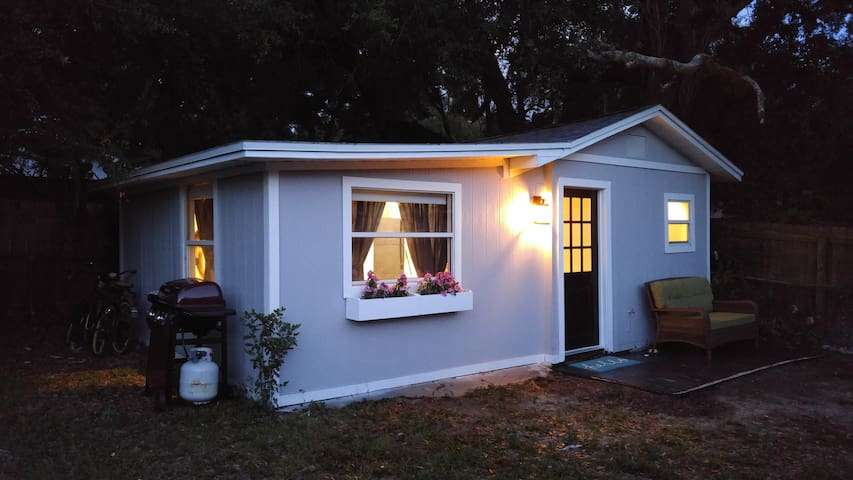 Charming Private Guest House - Newly Renovated - Tampa - Talo