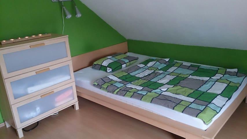 Schönes Dachgeschosszimmer - Langenzenn - 獨棟