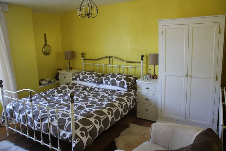 Family run, Bed and Breakfast, Heart of Dunster - Dunster