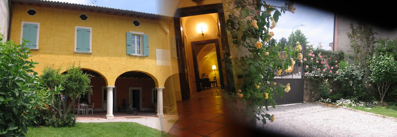 Double room in 1700 old house - Bedizzole - Bed & Breakfast