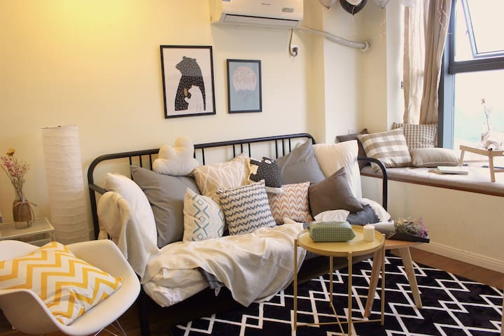 A cozy duplex apartment in the city center - หางโจว