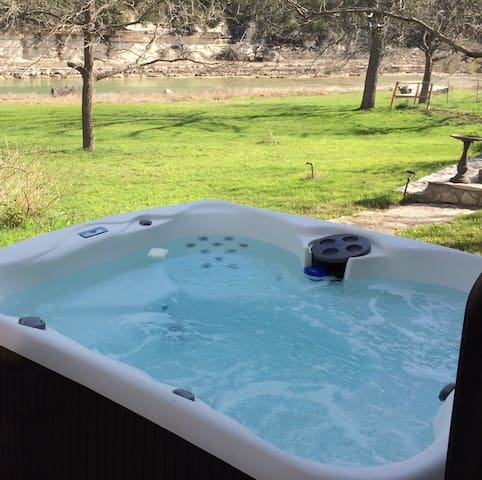 Guest Cottage on the Blanco River - Wimberley - Hus