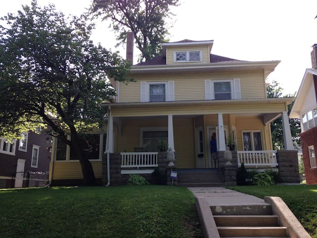Midtown locale w/separate entrance - Omaha - Casa