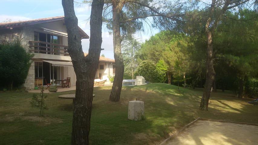 les grands pins - Saint-Clar - Gjestehus