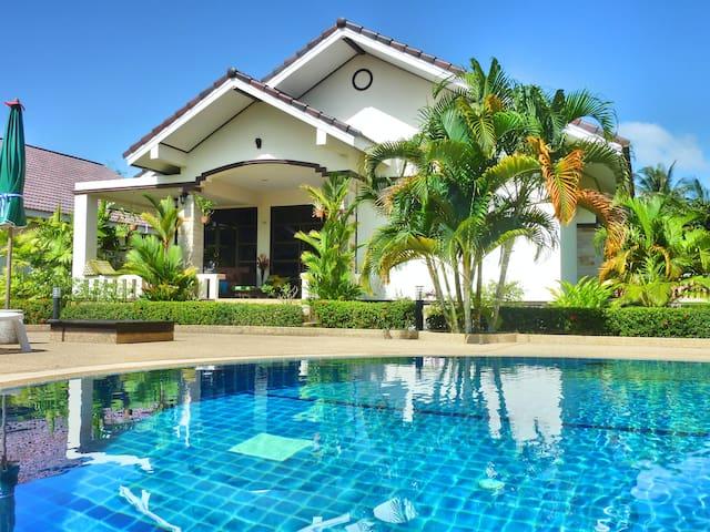 Gorgeous and modern villa in Safir Village Ban Phe - Phe - Ev