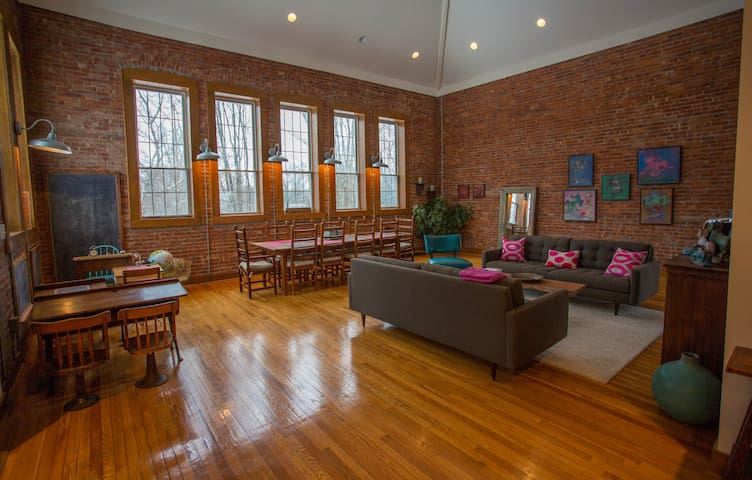 Beautiful light-filled Hudson Valley Schoolhouse - Westtown - Hus