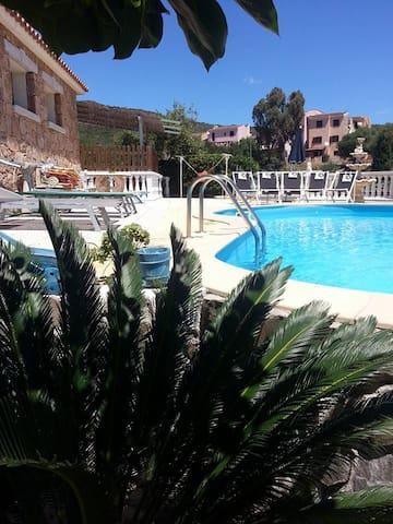 elegante bilocale uso piscina - Malamurì - Lägenhet