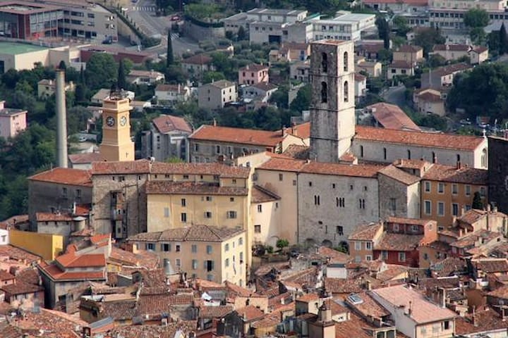 WELCOME IN THE OLD TOWN OF PERFUMES - Grasse