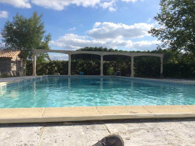 Joli Appt rdc T4 dans parc avec piscine et sauna - Saint-Pierre-sur-Dropt - Lägenhet