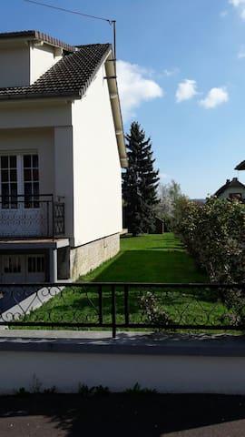 My house in Noyon, pink room - Noyon - Hus