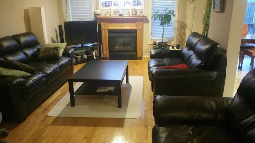 Very quiet and cozy home with a private room - London - Dom