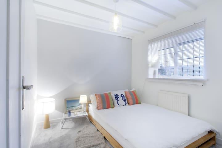 Pretty double room Wooburn Green - Wooburn Green
