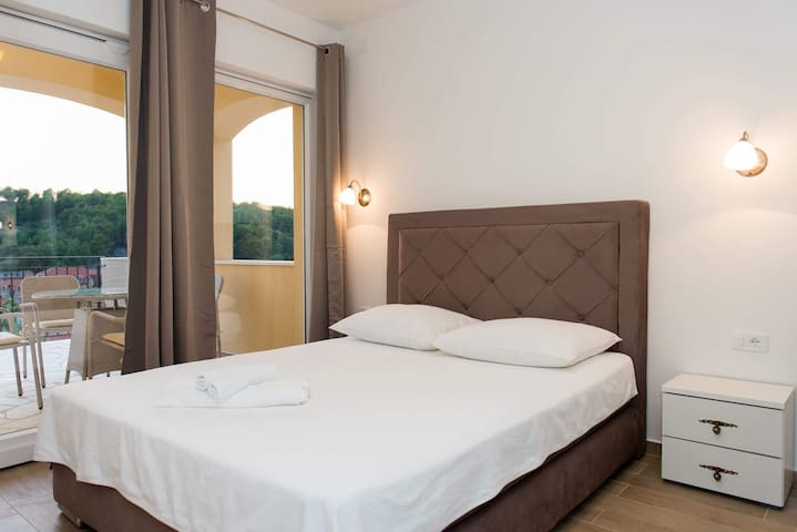 Deluxe room with a terrace**** - Skradin - Talo