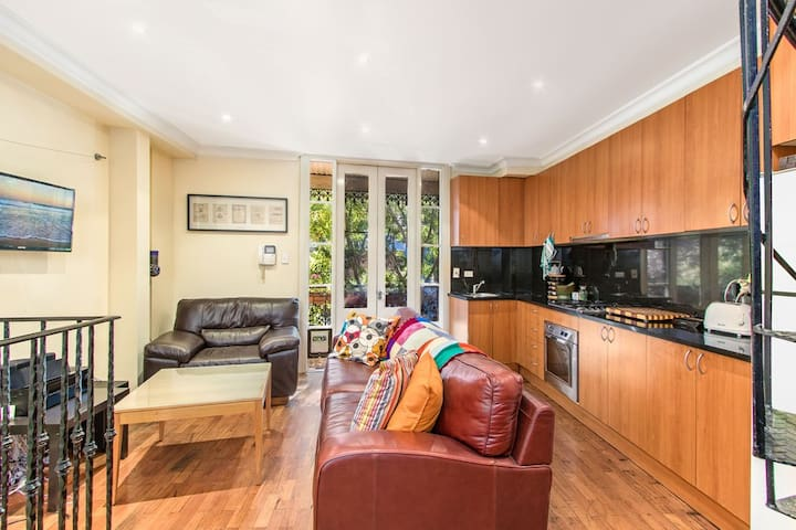 Ace Space in Central Location - Chippendale