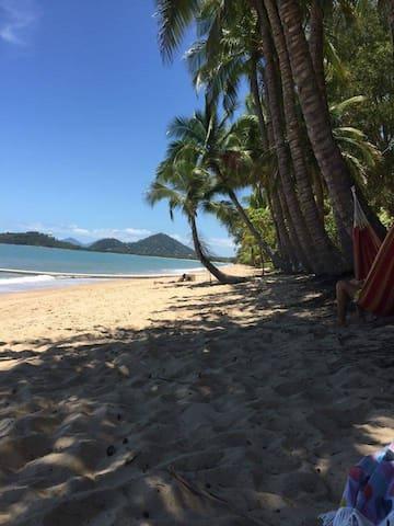 Beautiful beachfront Villa in Clifton Beach - Clifton Beach - Villa