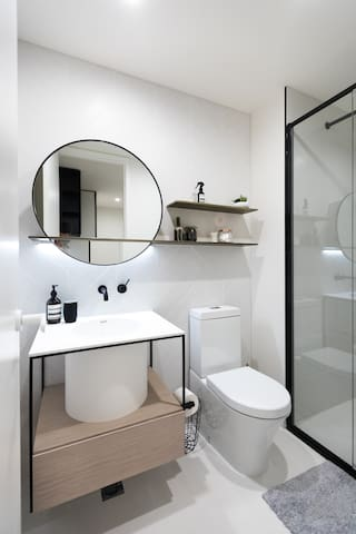 New Scandi Style own Bathroom in Collingwood - Collingwood - Pis