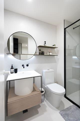 New Scandi Style own Bathroom in Collingwood - Collingwood