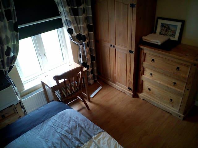 Single room letterkenny town - Letterkenny - Huis