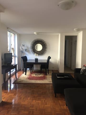 Bondi modern, quiet room with ensuite & queen bed - ベルビューヒル - アパート