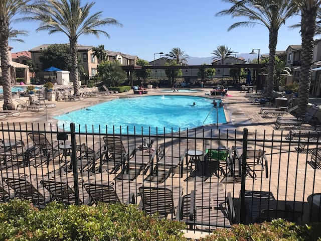 Clean and private condo in chino - Chino - Byt