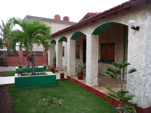 Oceanfront View 1, Villa Gabriella. - La Habana - Hus
