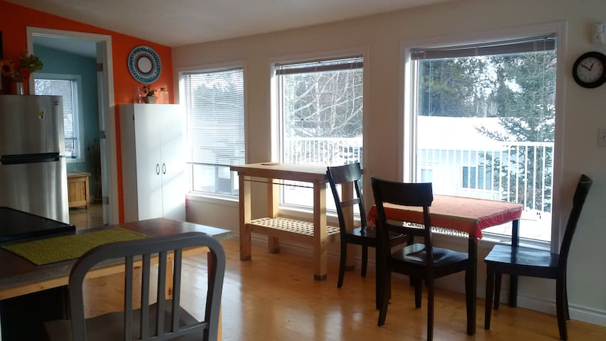 Rooftop Wonder in Riverdale - Whitehorse - Daire