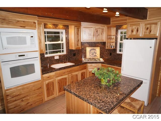 Beautiful 4 Bdrm Cabin in Blue Lake Springs!! - Arnold - Huis