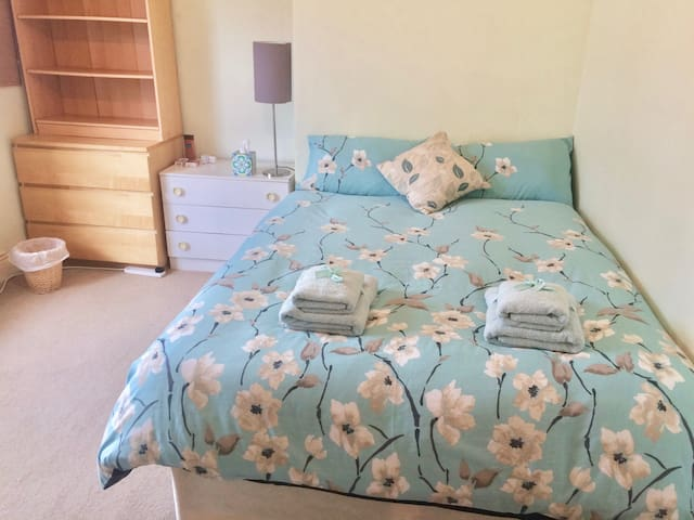 Clean & cosy centrally located double room - Durham - Rumah