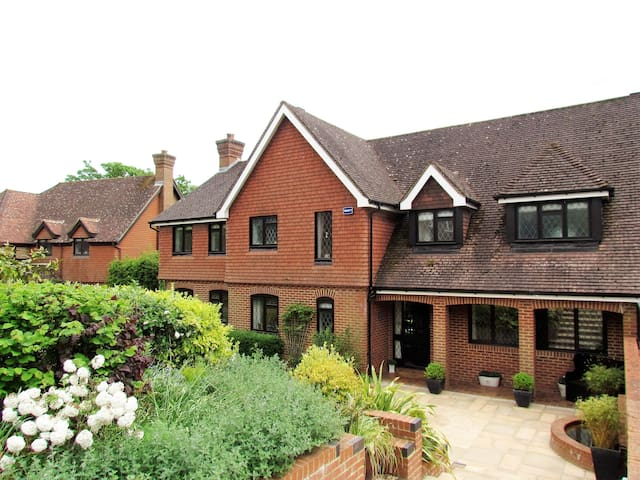 Luxury family home in Kent village - Brenchley
